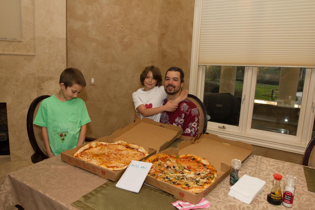Laszlo achète à nouveau 2 pizzas avec Bitcoin 8 ans plus tard. Source : Héliacal.