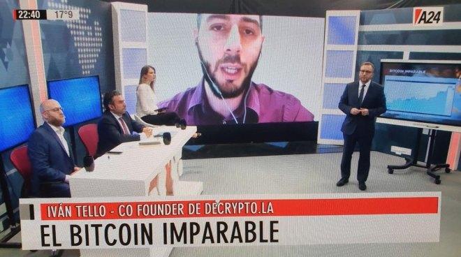 En arrière-plan Ivan Tello, co-financeur Decrypto.la