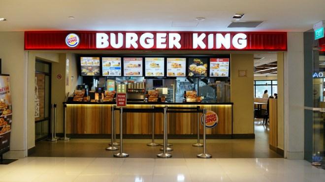 Faire ses courses avec des pièces de la crypte au Burger King